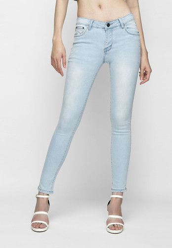 Top shop bán quần jean cho nữ đẹp trên đường Lý Tự Trọng