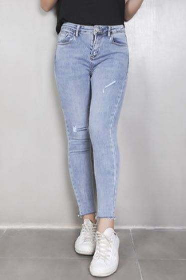 Danh sách shop bán quần jean cho nữ đẹp trên đường Quang Trung