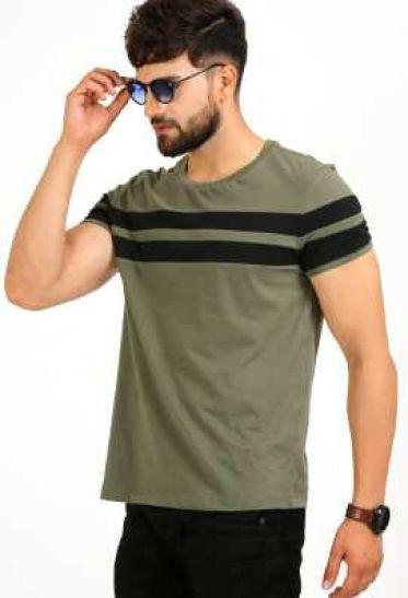 Top shop bán áo thun cho nam trẻ trung trên đường Hai Bà Trưng